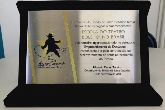 Escola do Teatro Bolshoi no Brasil recebe menção honrosa do Título Beto Carrero de Excelência no Turismo
