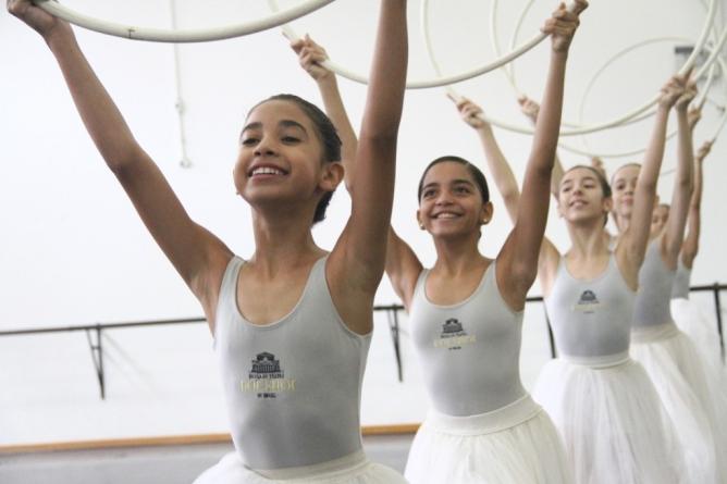 Escola Bolshoi realiza Feira Cultural