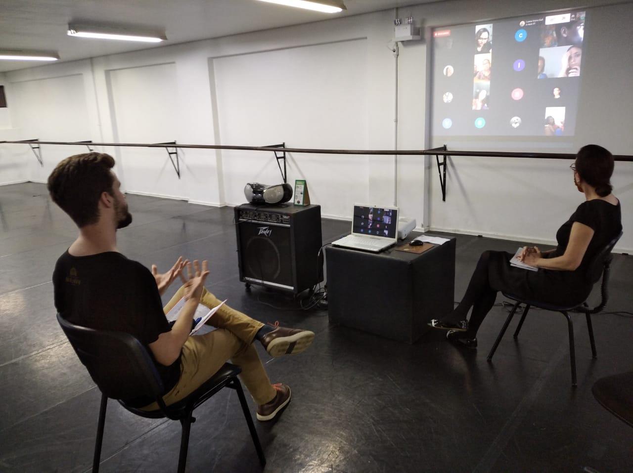 Escola Bolshoi realiza reunião on-line com pais de alunos