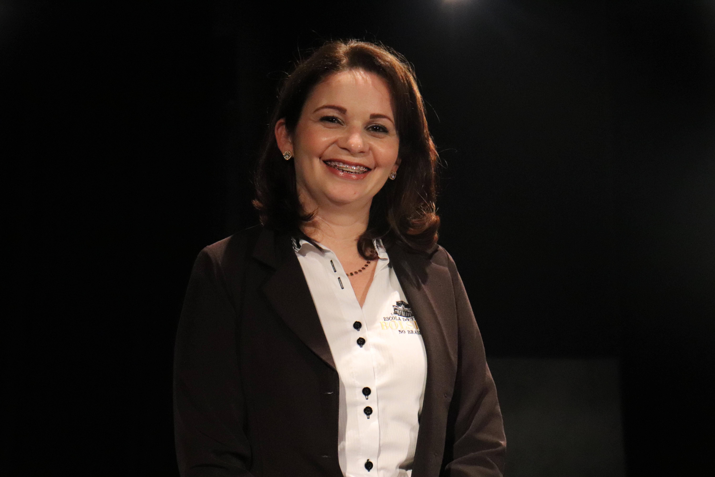 Conheça a Cissa, Secretária Escolar da Escola Bolshoi