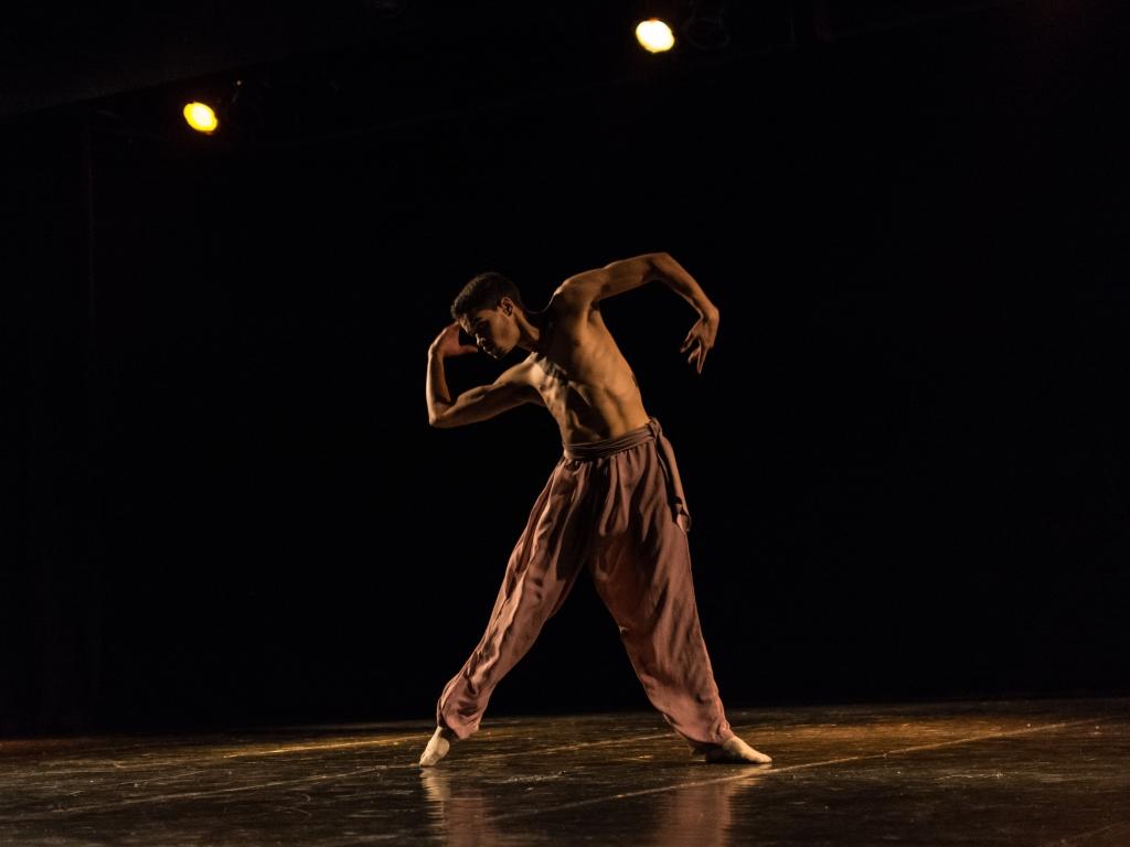 Bailarino se despede da Cia. Jovem rumo a Áustria