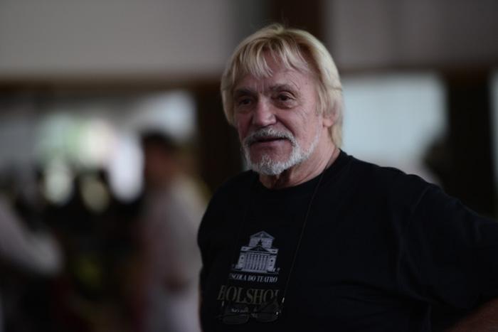Vladimir Vasiliev chega a Escola Bolshoi
