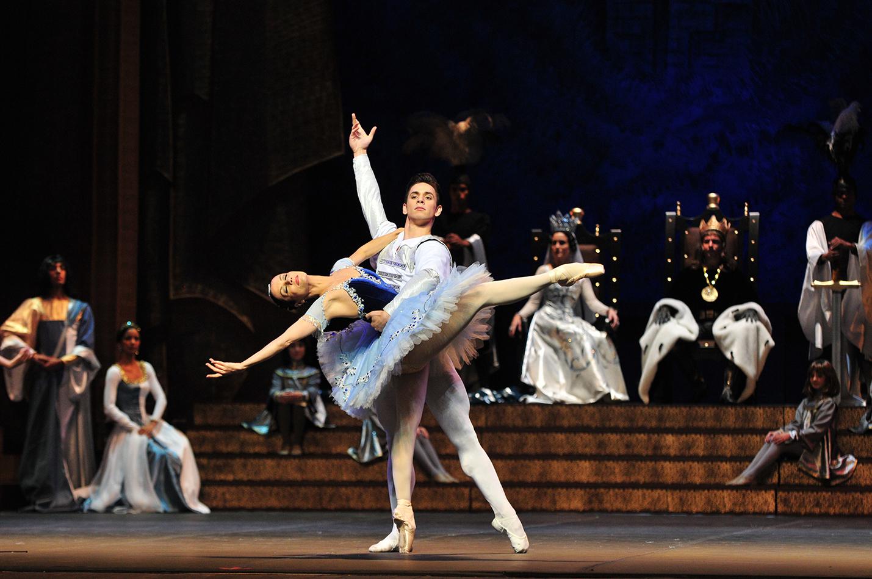 III ato do Ballet Raymonda  2012  com Cecília Kerche e Denis Vieira